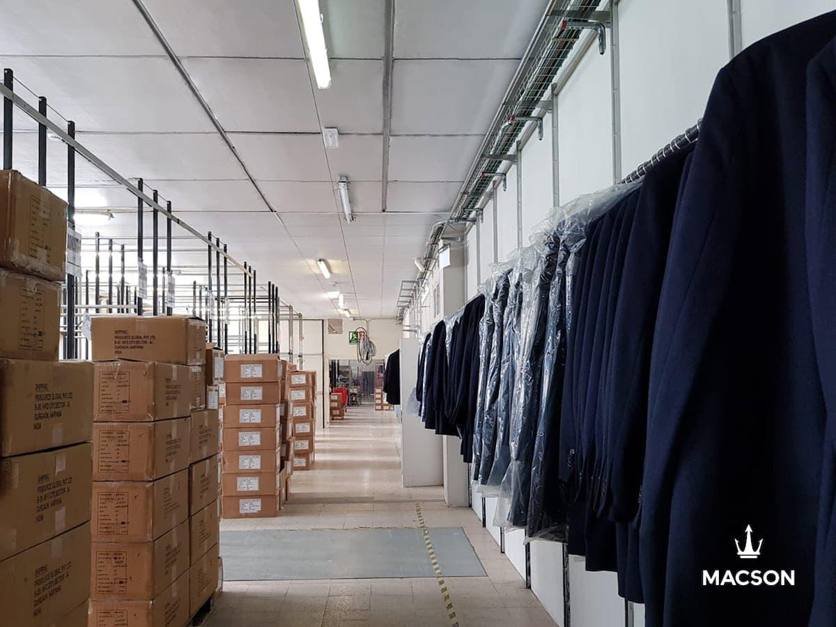 Almacén de logística de un ecommerce de la industria de la moda.
